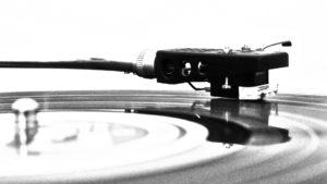 Garage Deluxe - Platine disque vinyle pour les éditions physiques des productions du label.